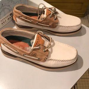 NIB Sperry Mako mens boat shoes 8, white and tan